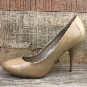 Steve Madden tan nude heels pumps patent leather